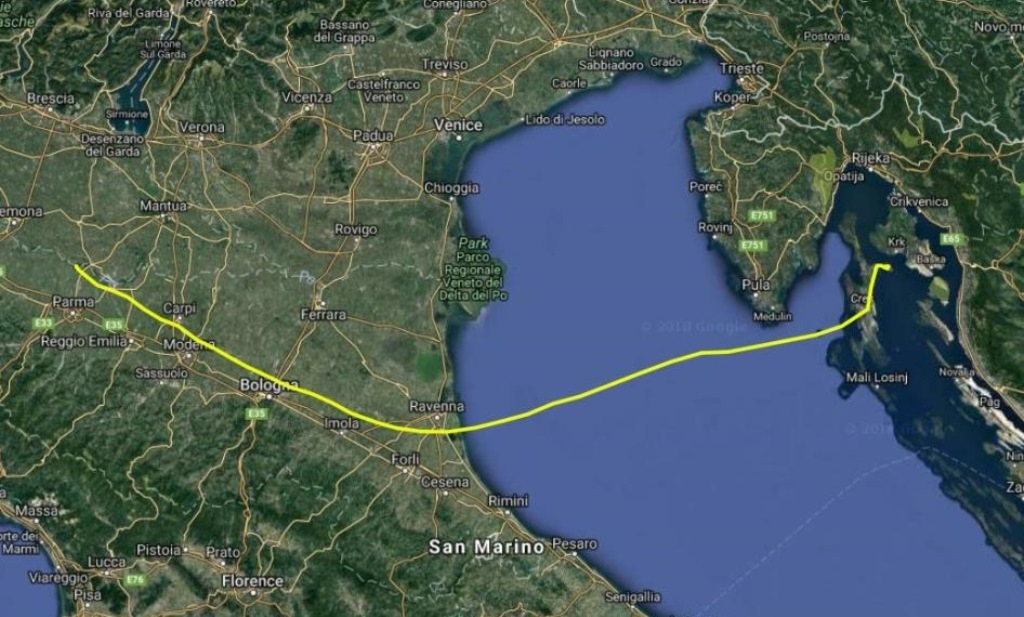 "INCREDIBLE VOYAGE! GRIFFON VULTURE ""KVARNER"" FLEW OVER THE ADRIATIC SEA!"